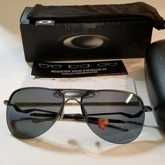 7bb8175b29 Oakley Sunglasses Tailpin Carbon Grey Polarized